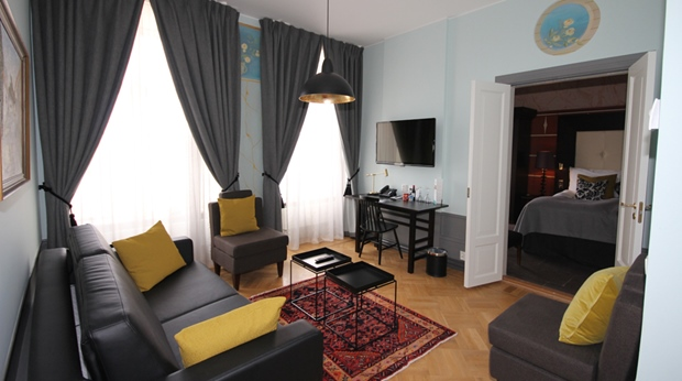Spacious and well-furnished suite living room at Wisby Hotel in Visby