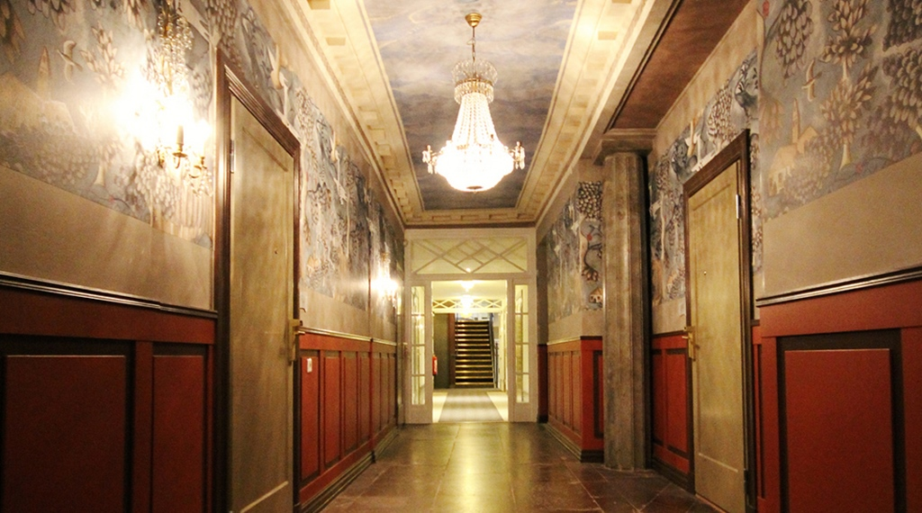 Elegant hallway at Wisby Hotel in Visby