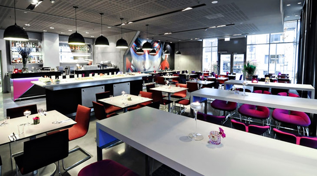 Vibrant restaurant at Comfort Hotel Square in Stavanger