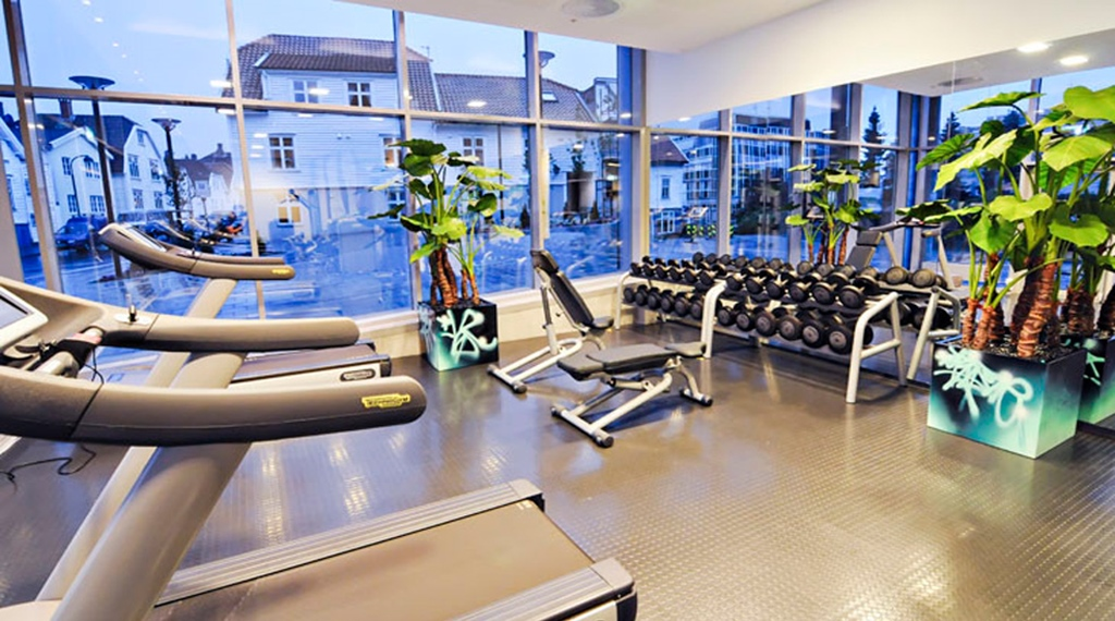Gym with a view at Comfort Hotel Square in Stavanger