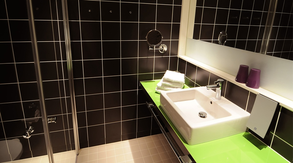Modern bathroom at Comfort Hotel Union Brygge in Drammen