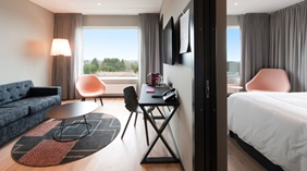 Elegant and bright hotel suite with a nice view at Quality Froso Park Hotel in Froson