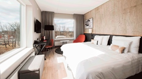 Bright and stylish superior hotel room at Quality Froso Park Hotel in Froson