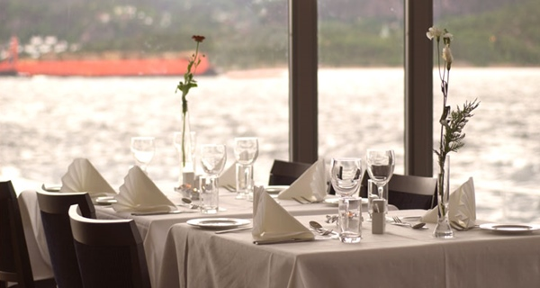 Dine while enjoying the beautiful view of the harbour and fjord at Spa & Hotel Holmsbu