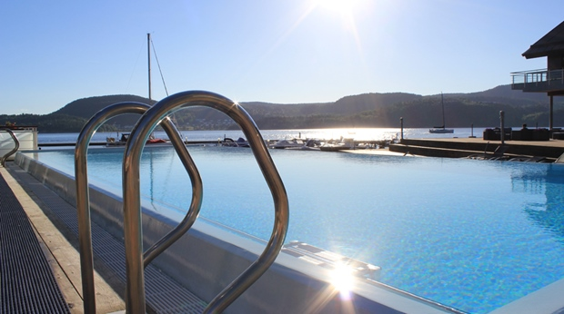 Outdoor pool with a perfect view of the Drammensfjorden at Spa & Hotel Holmsbu