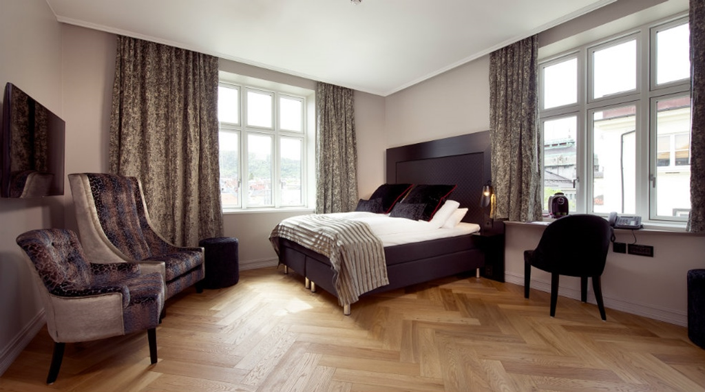 Elegant and well-furnished junior suite at Oleana Hotel in Bergen