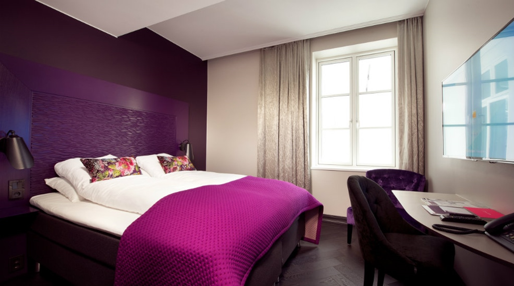Bright and colourful queen room at Oleana Hotel in Bergen