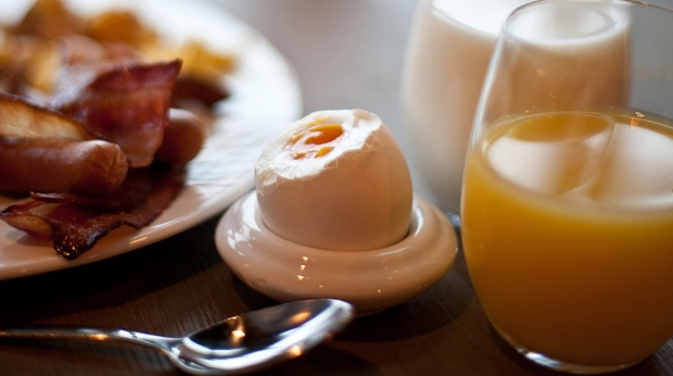 "Tasteful ""bacon and eggs"" breakfast at Norrefjell Ski & Spa Hotel in Norrefjell"