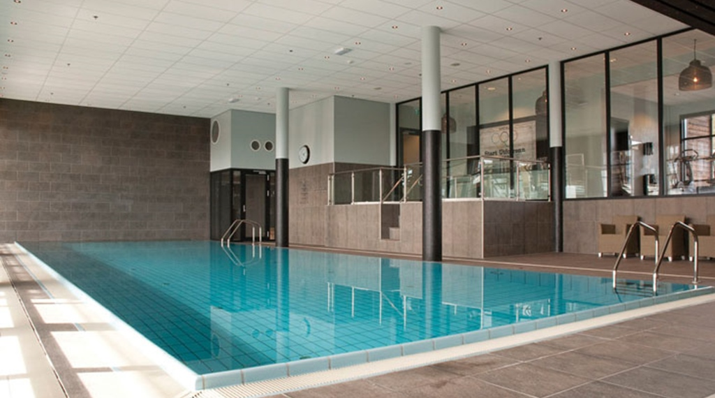 Large indoor pool at Norrefjell Ski & Spa Hotel in Norrefjell
