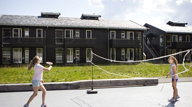 In summer, badminton is one of the many sport activities at Norrefjell Ski & Spa Hotel in Norrefjell