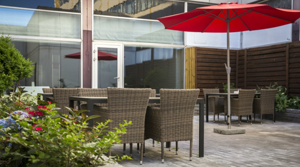 Peaceful and well-furnished outdoor area at Quality Airport Dan Hotel in Copenhagen