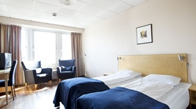 Bright and spacious standard double room with two single beds at Quality Airport Vaernes Hotel in Stjordal