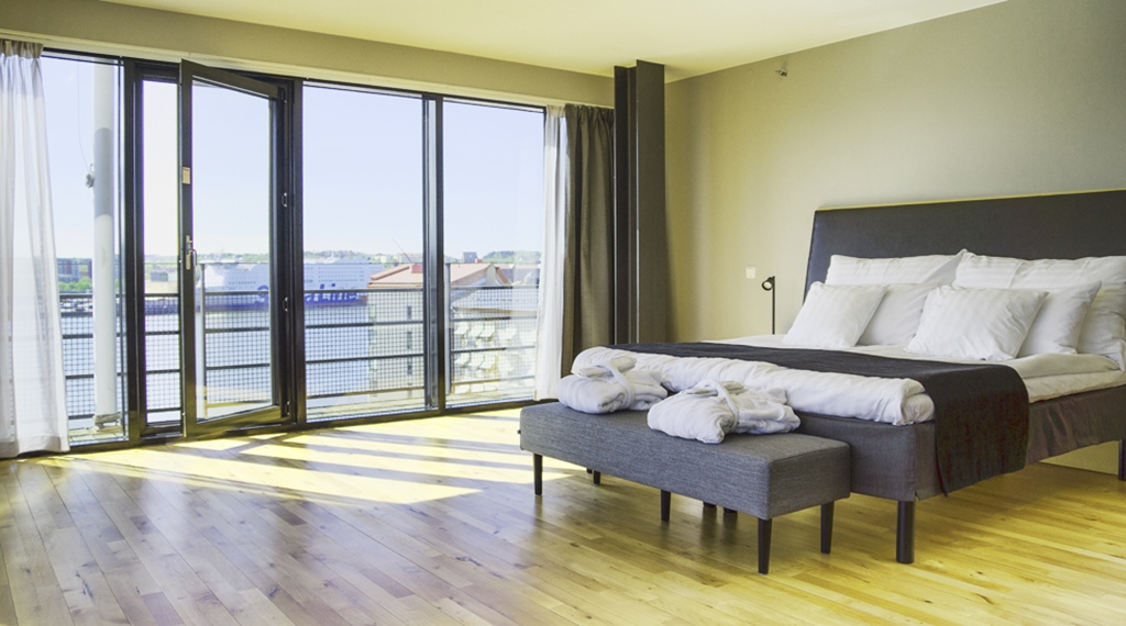 Elegant and bright double room with an amazing view of the city at Quality Hotel 11 in Gothenburg