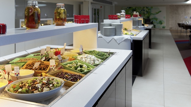 Fresh Mediterranean inspired buffet at Quality Hotel 33 in Oslo