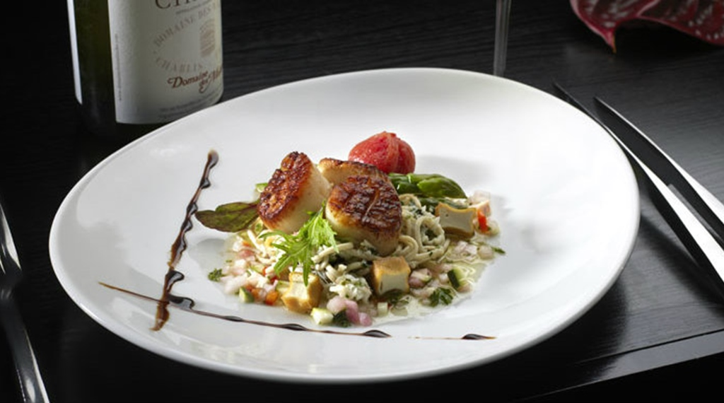Try out the tasteful gourmet food at the restaurant at Quality Hotel 33 in Oslo