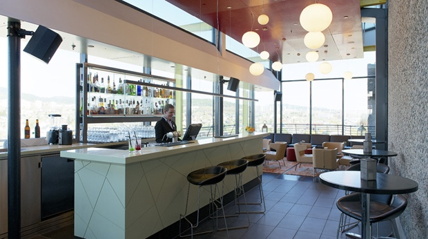 Spacious and bright hotel bar at Quality Hotel 33 in Oslo