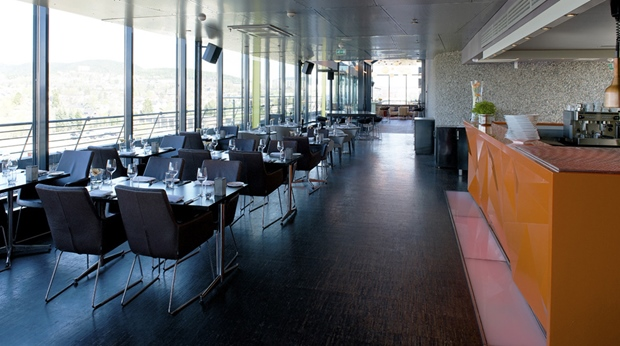 The extensive top floor bar and restaurant at Quality Hotel 33 in Oslo