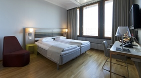 Large and well-equipped standard double room at Quality Hotel 33 in Oslo