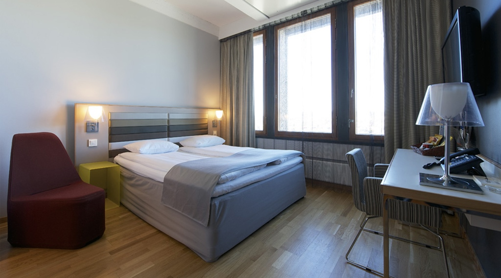 Stylish and well-furnished superior double hotel room at Quality Hotel 33 in Oslo