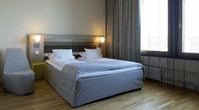 Elegant and well-designed superior double room at Quality Hotel 33 in Oslo