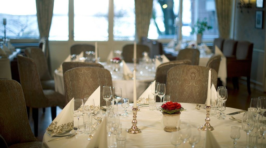 Stylish restaurant with an amazing view of Midfjorden at Quality Alexandra Hotel in Molde