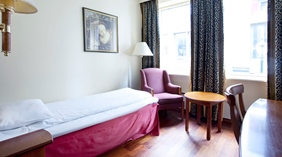 Bright and well-designed single hotel room at Quality Augustin Hotel in Trondheim