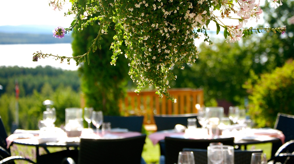 Outdoor dining with an amazing view of the lake at Quality Dalecarlia Hotel in Tallberg