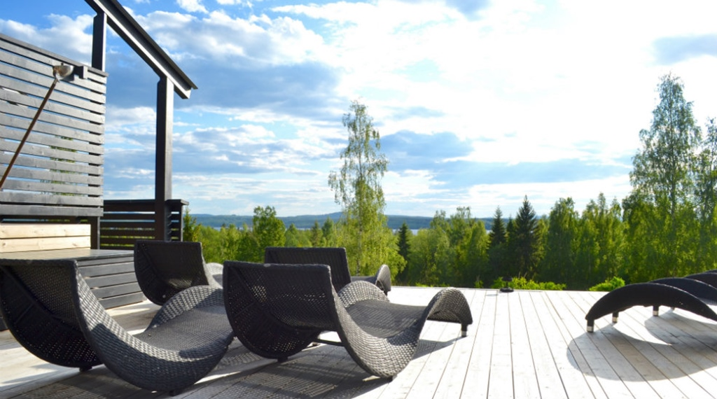 Relaxing outdoor spa area with the perfect view at Quality Dalecarlia Hotel in Tallberg