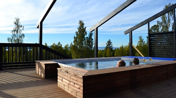 The outdoor hot spring with a view of the Siljan lake is a must at Quality Dalecarlia Hotel in Tallberg