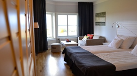 Large and bright family hotel room at Quality Dalecarlia Hotel in Tallberg