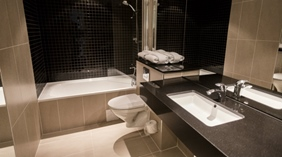 Large state of the art bathroom in a deluxe hotel room at Quality Edvard Hotel in Bergen