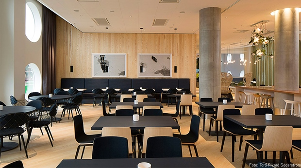 Stylish and spacious dining area in the restaurant at Quality Hotel Friends in Solna