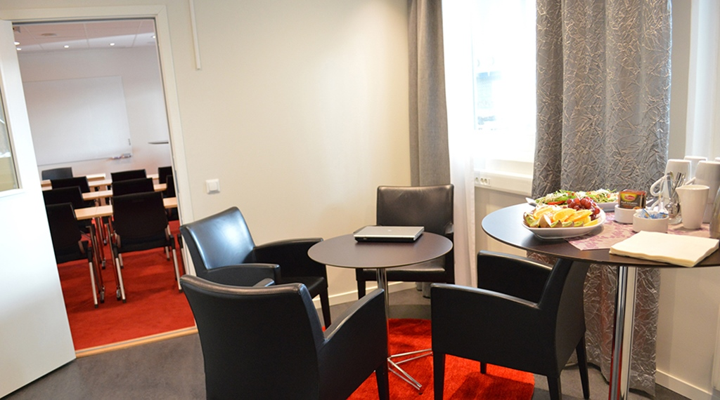 Conference room Karlavagnen with snacks during the breaks at Quality Hotel Galaxen in Borlänge