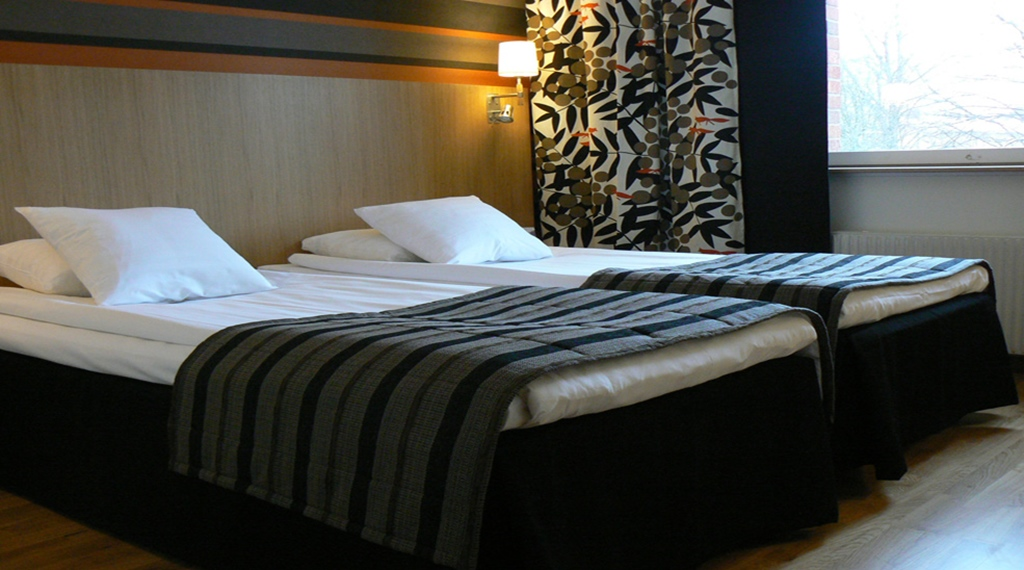 Elegant twin hotel room at Quality Galaxen Hotel in Borlange