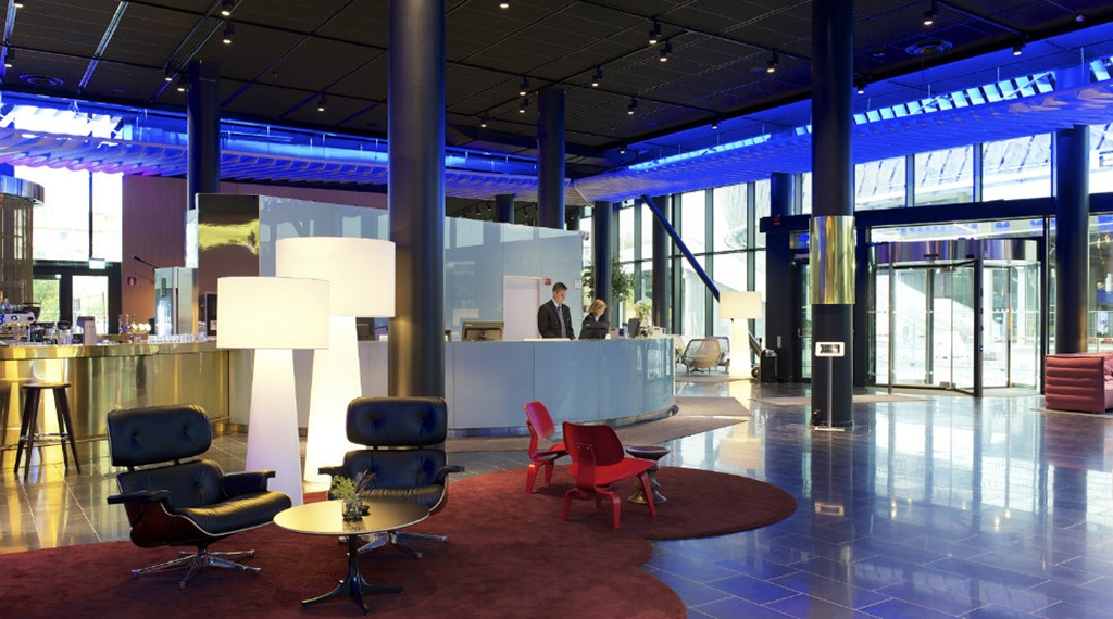 Spacious and stylish lobby at Quality Globe Hotel in Stockholm