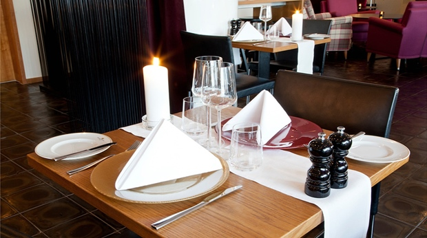 Enjoy the restaurants and bars at quality hotel grand bor s for Food bar grand hotel stockholm