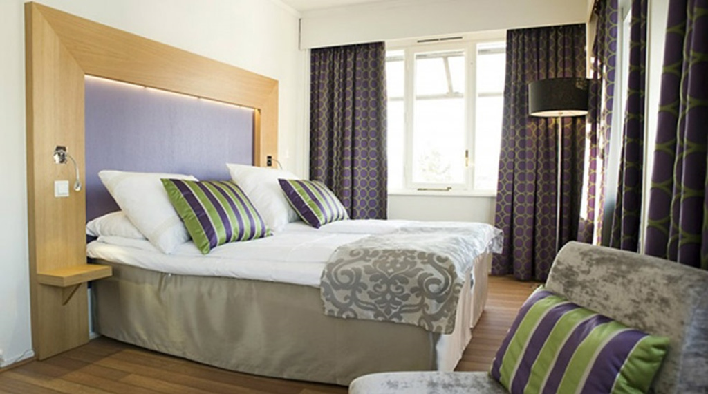 Spacious and well-designed superior double hotel room at Quality Grand Hotel Kongsberg