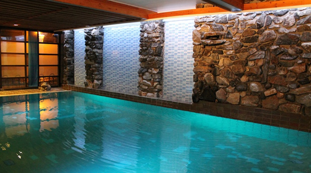 Luxurious indoor pool at Quality Grand Hotel Kongsberg