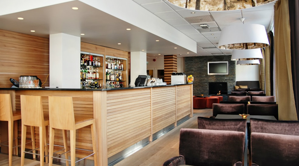 Hip and minimalistic bar at Quality Grand Hotel in Kristiansund