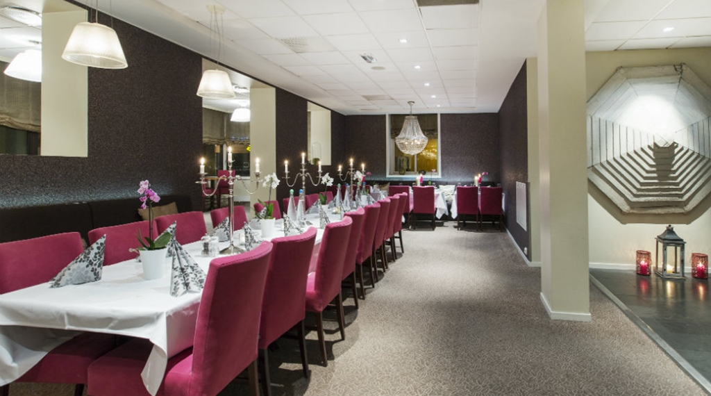 Stylish and well-furnished restaurant at Quality Grand Hotel in Kristiansund