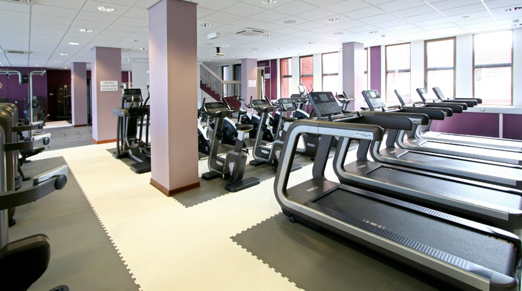 Spacious and remarkably well-equipped fitness gym at Quality Grand Hotel in Kristiansund
