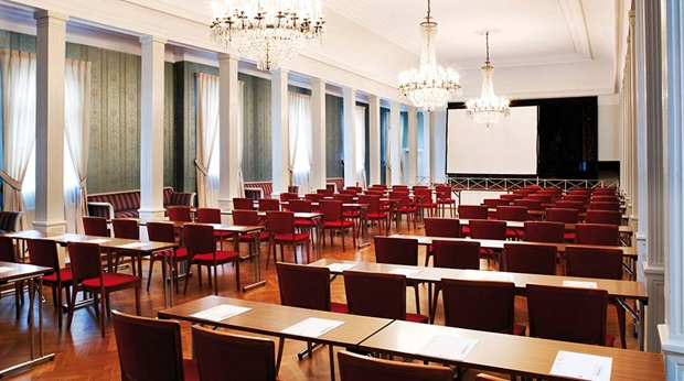 Elegant and well-equipped hotel conference room at Quality Klubben Hotel in Tonsberg