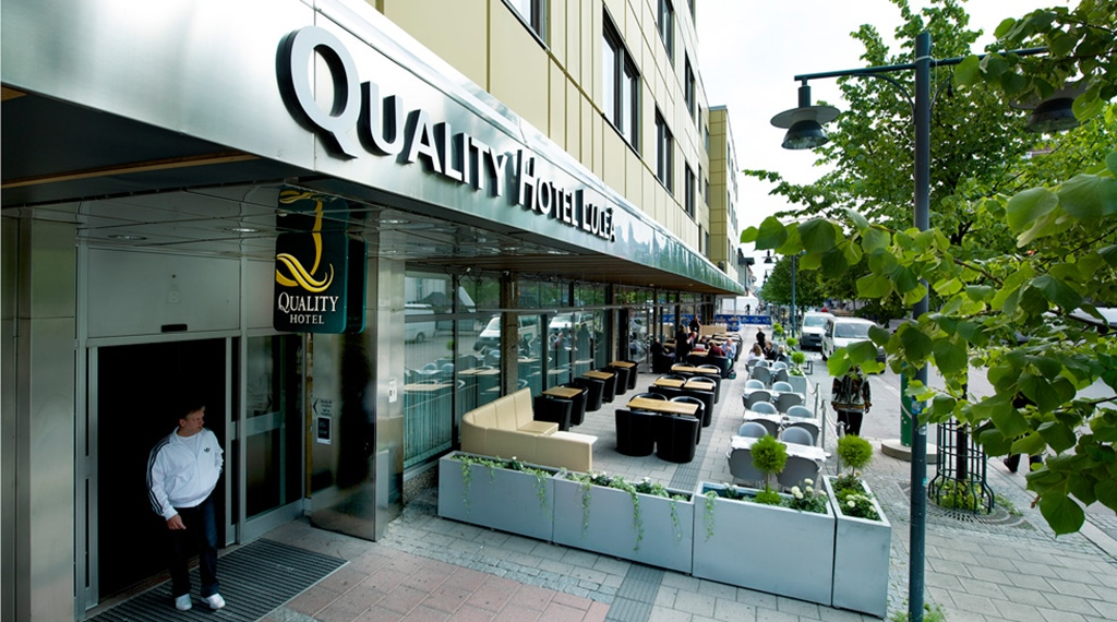 Outdoor seating and the facade of the Quality Hotel Lulea