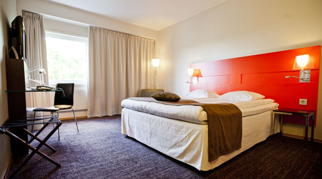 Bright, spacious and well-equipped hotel room at Quality Nacka Hotel in Stockholm