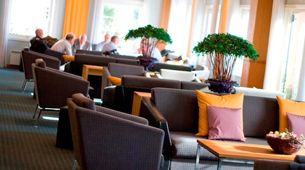 Bright and well-furnished conference lounge at Quality Olavsgaard Hotel in Skjetten