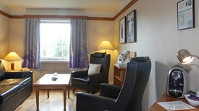 Superior double hotel room with separate living room and Nespresso at Quality Olavsgaard Hotel in Skjetten