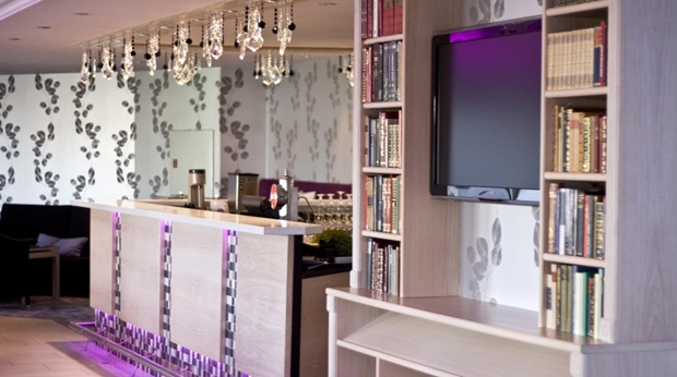 The chic hotel reception at Quality Olavsgaard Hotel in Skjetten