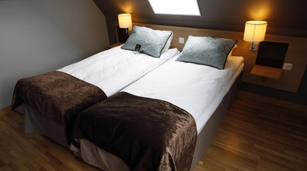 Superior double hotel room with two comfortable beds at Quality Residence Hotel in Sandnes