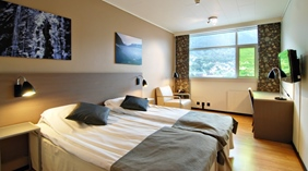 Neat and well-equipped double hotel room with the perfect view of the mountains at Quality Hotel Sogndal