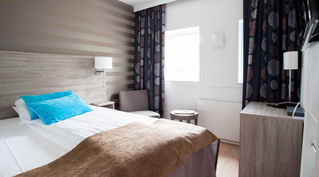 Bright and trendy standard single hotel room at Quality Hotel Sogndal